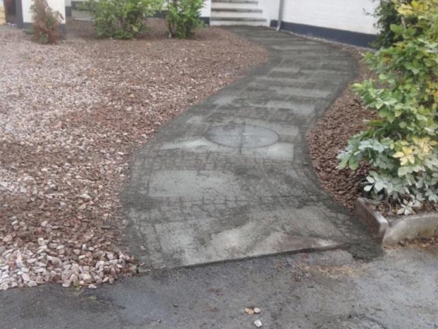 Lægning af fundament samt belægning til en ny indkørsel